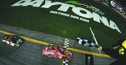 2010Daytona500McMurraycrossesfinishline